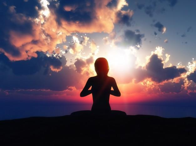 kobieta medytuje zachód słonca psychodelik